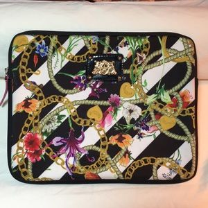 🌷JUICY COUTURE Padded IPad Zipper Case!